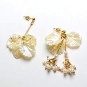New! Pearl Seashell Dangle Earrings Gold